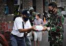 Komandan Kodim 0734/Kota Yogyakarta Bersama Istri Boncengan Bagikan Takjil