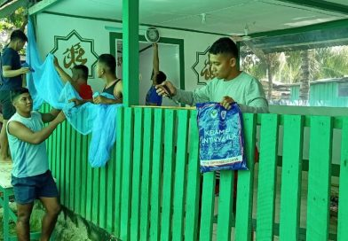 Berlomba-lomba Dalam Kebaikan, Satgas Pamtas Yonif 403/WP Melaksanakan Perbaikan dan Pemeliharaan Musholah di Kampung Workwana Wilayah Perbatasan RI-PNG